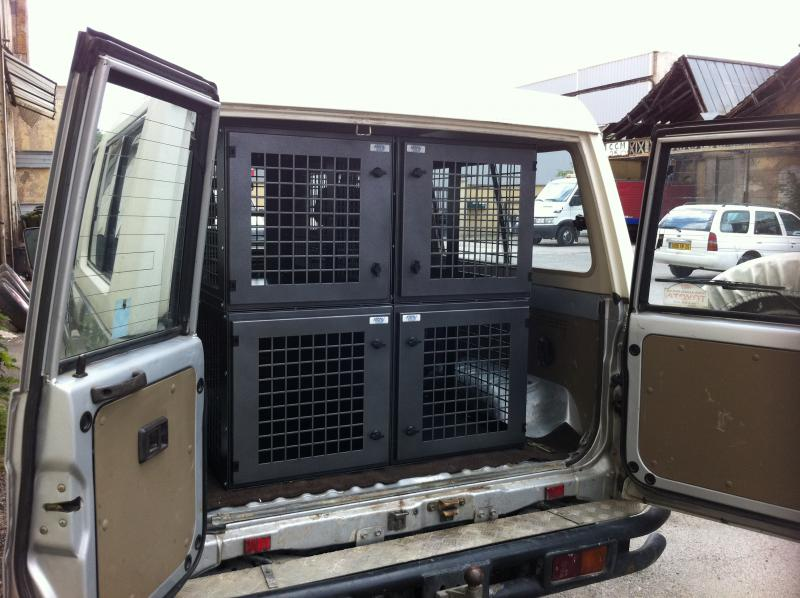 ensemble pour toyota landcruiser r alisation atemis caisse a chien. Black Bedroom Furniture Sets. Home Design Ideas